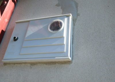 Instalación caja contador en fachada